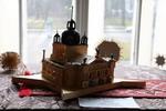 Орест робить копії будівель та різні споруди із сірників